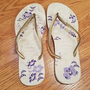 NWT havaianas purple floral flip flops  - sz 7/8